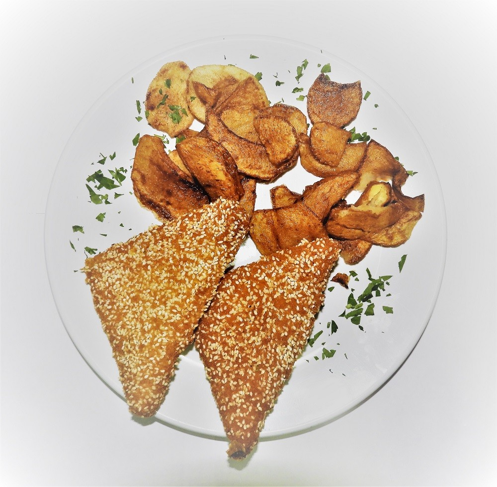 Cartofi wedges si cașcaval pane